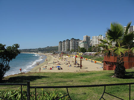 Viña del Mar's popular beach in December