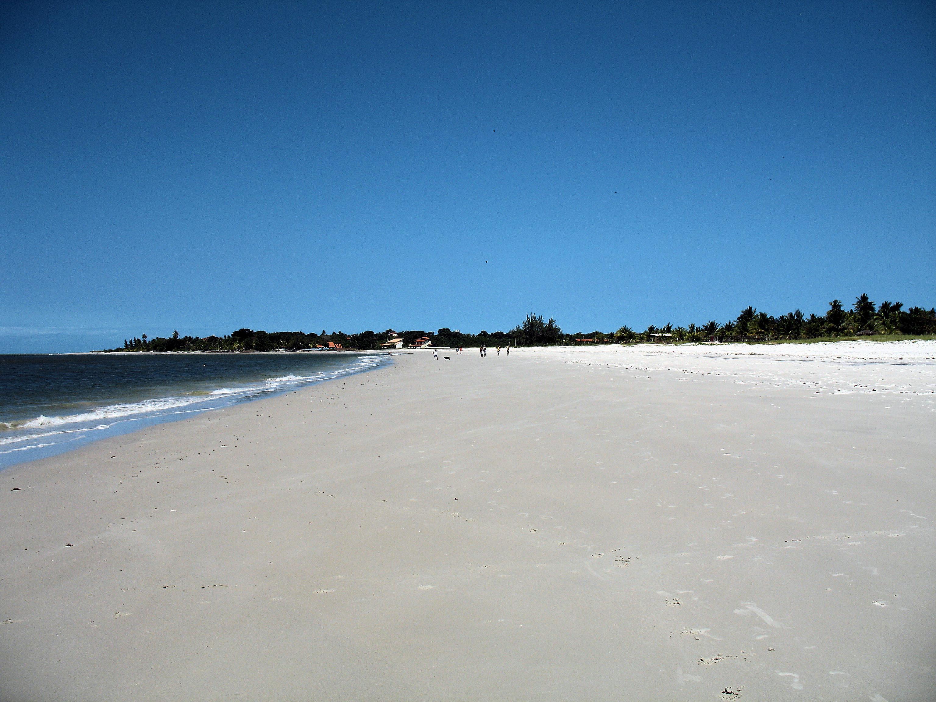 Long-distance shot of one of Itamaraca's white-sand beaches