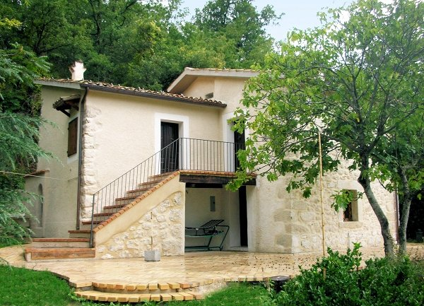 Great views from this Abruzzo country home, just 1.5 hours from Rome