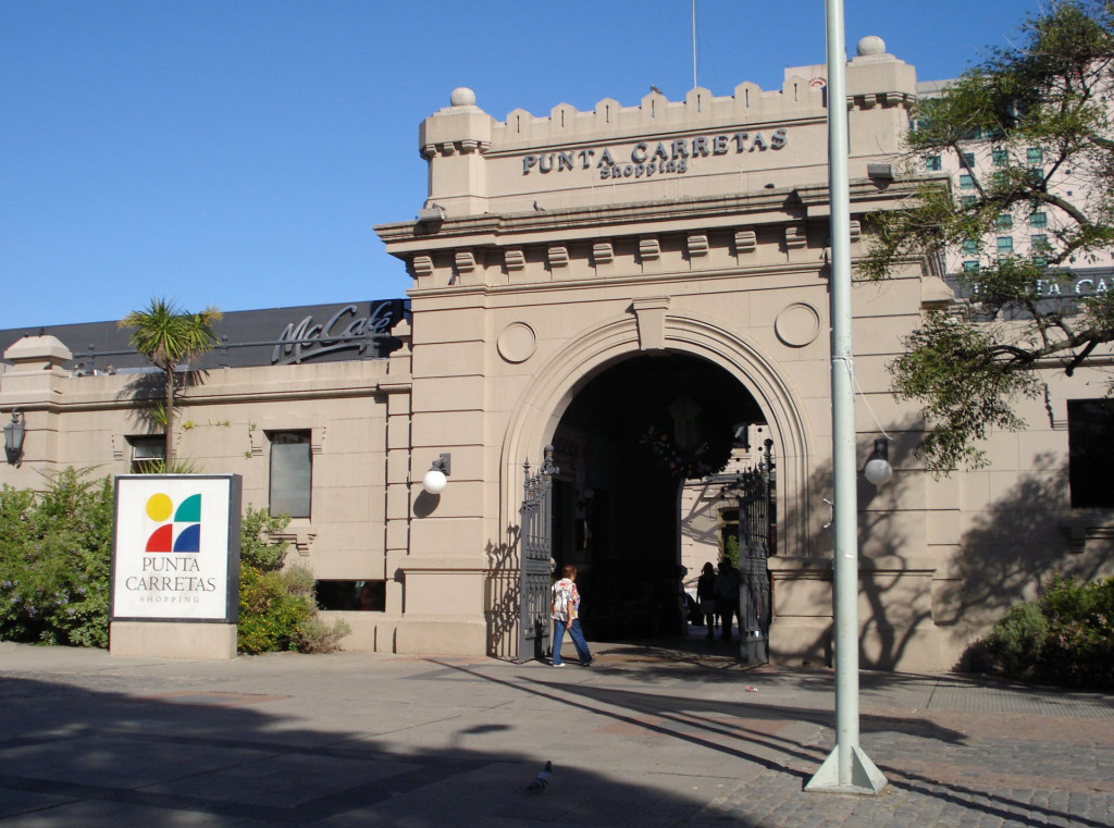 From penitentiary to shopping mall, Punta Carretas Shopping is a popular meeting place and historic landmark.