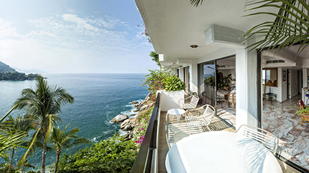 An appartment balcony overlooking the sea in Mismaloya