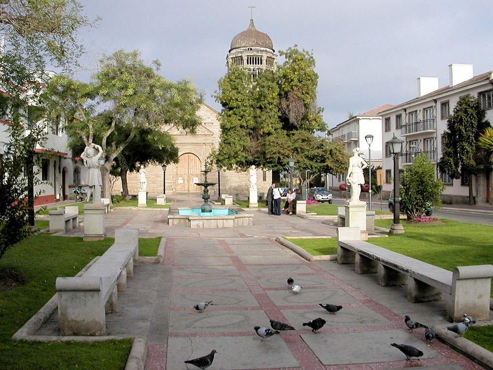 La Serena center with Colonial buildings and benches