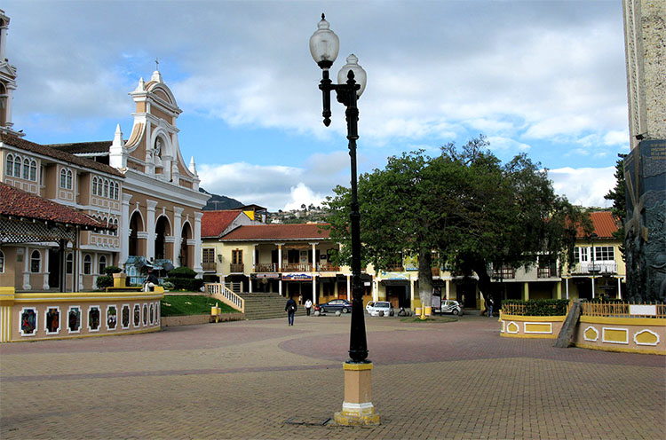 a plaza with colonial style buildings and lamp posts