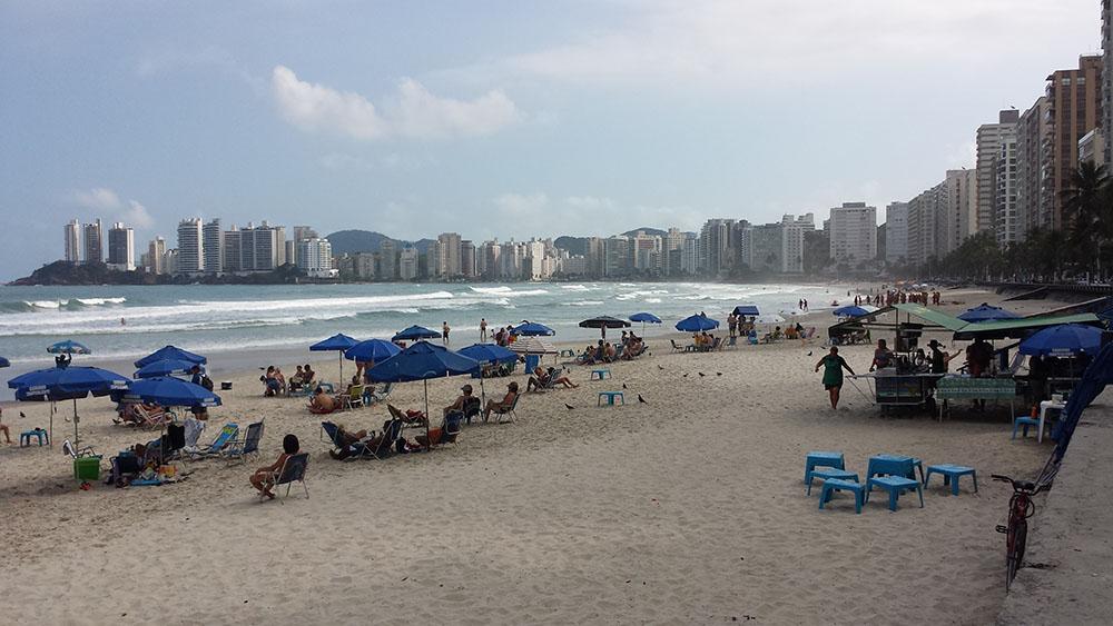 Pitangueiras Beach, sweeping down to Astúrias on the point