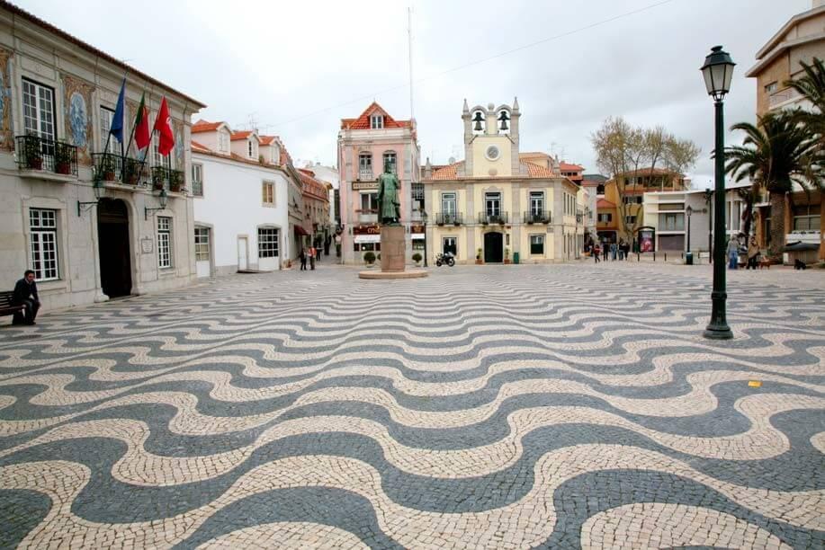 The Outubro plaza in Cascais