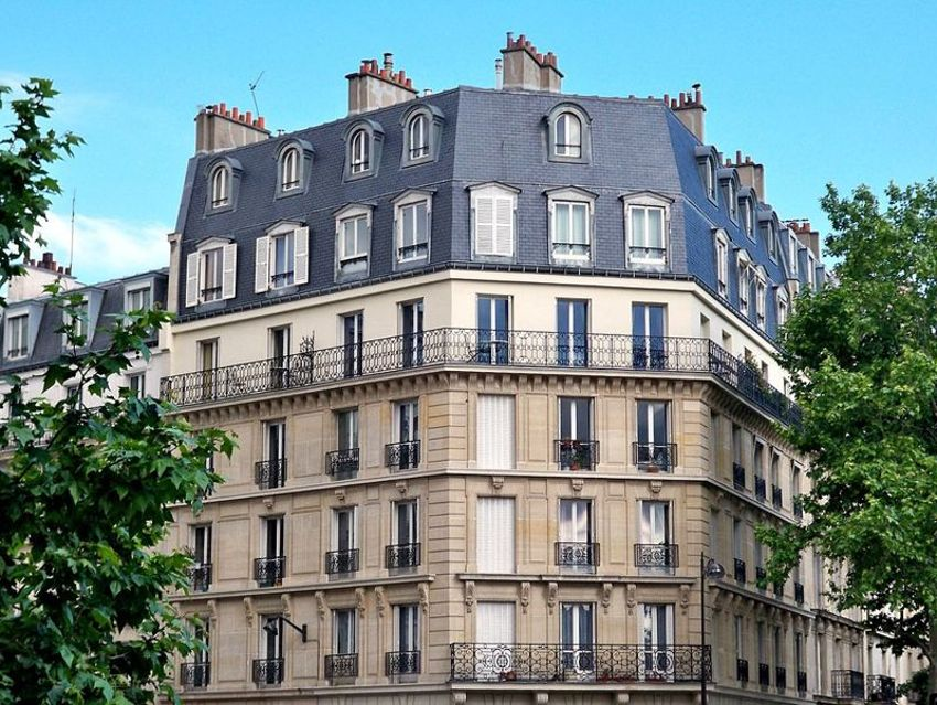 traditional paris apartment building